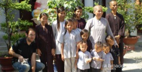 Volunteer in Vietnam Ho Chi Minh: Pagoda Orphan Program