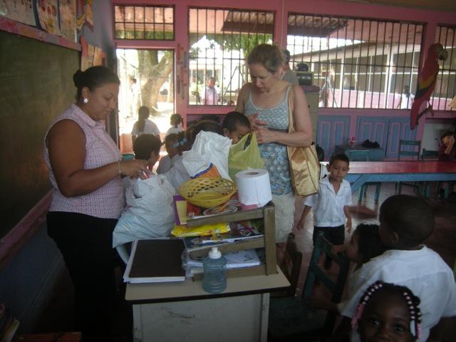 Jennifer Volunteer In La Ceiba Honduras 02