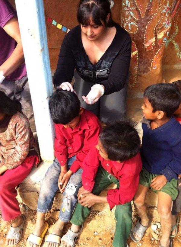https://www.abroaderview.org/images/feedback/2015/review-marilyn-buchanan-volunteer-kathmandu-nepal-woman