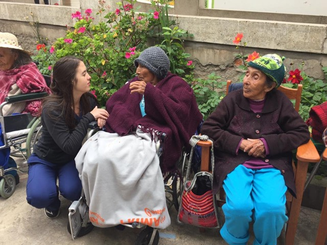 Review Volunteer Carly Humphrey Peru Cusco Elderly Care center Program (Physical Therapy)